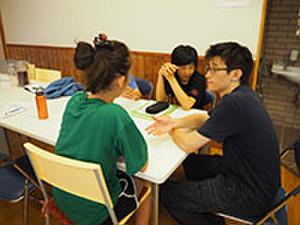 ネイティブの先生と英語で会話をしています。